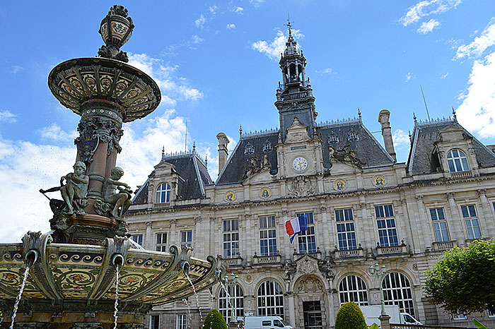 L'Hôtel de Ville de Limoges et sa Fontaine de porcelaine. Photo Matt Brown / Flickr   (CC/by/2.0).